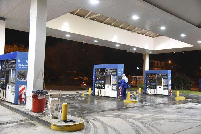 Las estaciones de YPF en Comodoro Rivadavia ya agotaron su existencia de combustibles.