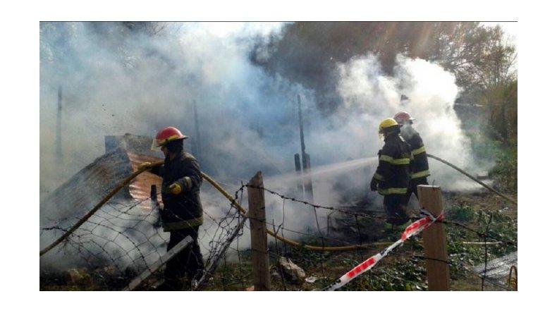 Incendiaron la casa del acusado por el crimen de la joven