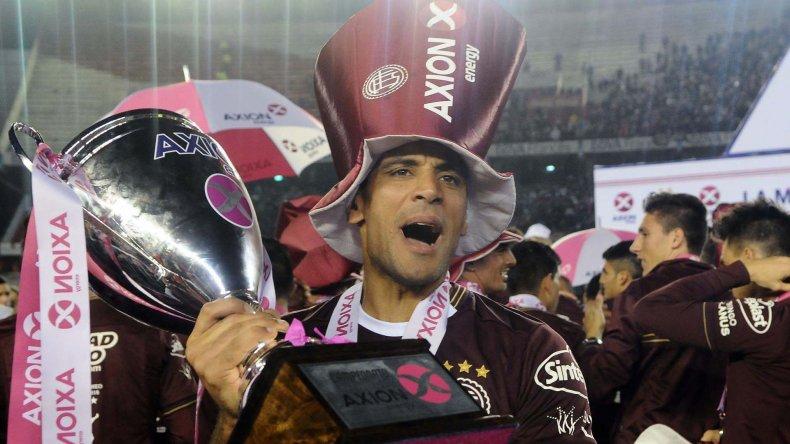 José Pepe Sand festeja con euforia su segunda conquista con el granate.