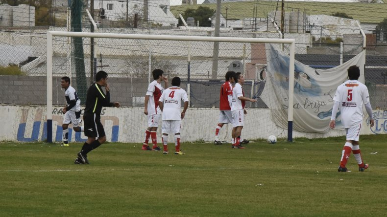 Jorge Newbery encontró vuelo en dos ocasiones y superó a Sarmiento.