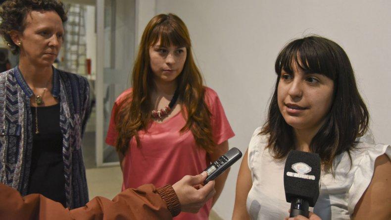 Romina Medel junto a las integrantes del movimiento Maggacup.