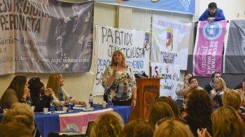 Ana Llanos durante el encuentro de mujeres justicialistas que se celebró el sábado en Comodoro Rivadavia.