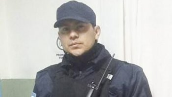 A través de las redes sociales destacaron el gesto del policía Miguel Segovia, quien encontró un teléfono en la calle y lo devolvió a su dueña.