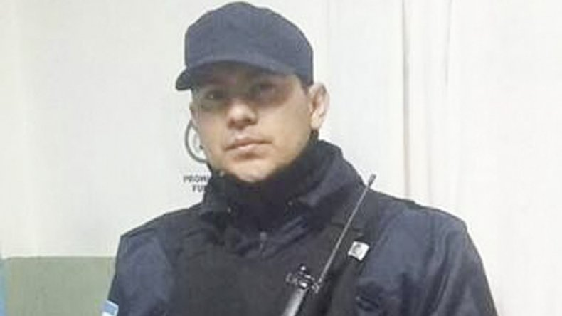 A través de las redes sociales destacaron el gesto del policía Miguel Segovia