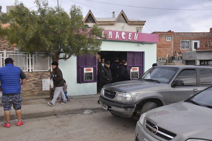 La Policía Federal ayer allanó un comercio situado en el sector de la feria La Saladita