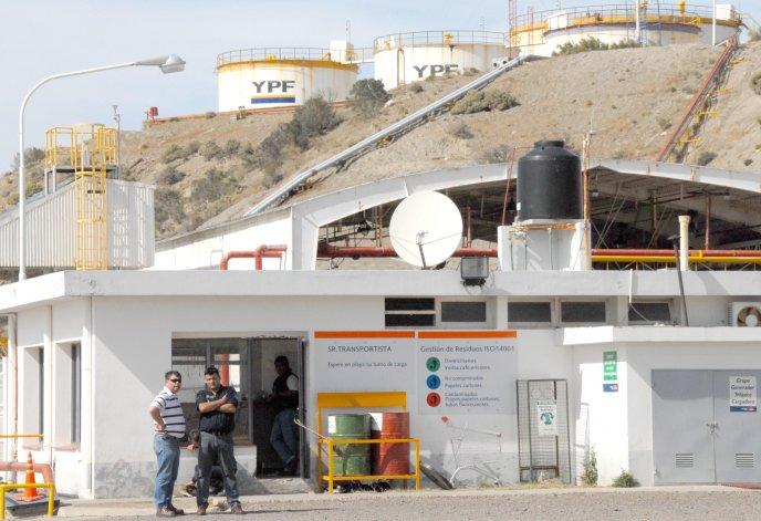 Camioneros levantaron el paro y se  normalizó la distribución de naftas