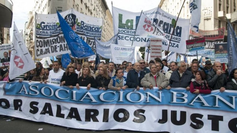 Los bancarios se suman a la movilización contra el veto de Macri