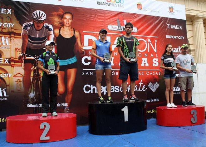 Junior Mansilla liderando el podio del Duatlón Internacional de Chiapas.
