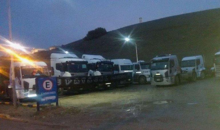 Transportistas bloquearon la playa de tanques de YPF y se apostaron en Ruta 3 y 39