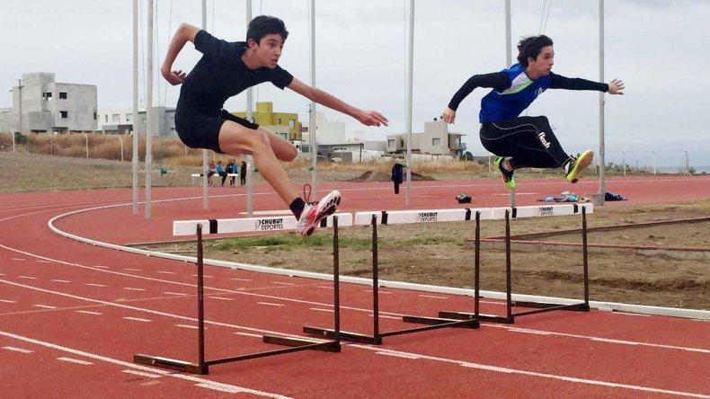 El atletismo se desarrolla en la pista de Kilómetro 4.