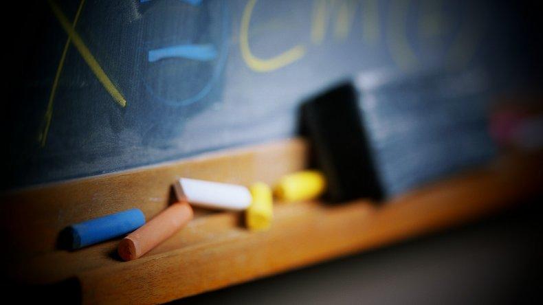 Más de 30 docentes no cobran desde abril por falta de personal para carga de datos