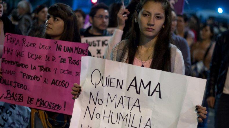 {altText(Hoy se realiza la marcha nacional #NIUNAMENOS.,A un año de #NiUnaMenos: matan a  una mujer cada 30 horas en Argentina)}
