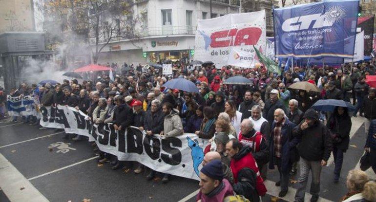 La CTA Autónoma de Pablo Micheli y la CTA de los Trabajadores de Hugo Yasky concretaron una marcha a Plaza de Mayo.