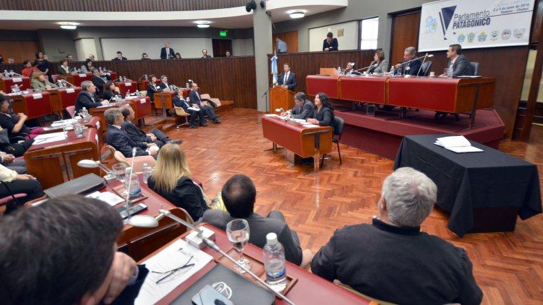 El Parlamento Patagónico pidió a Nación que revise el tarifazo y atienda la crisis energética