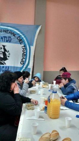 Adultos y niños compartieron el almuerzo obligado en tiempos de Macri: todos juntos.