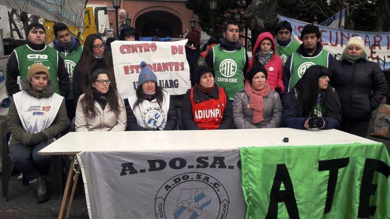 Referentes de los gremios que componen la Mesa de Unidad Sindical convocaron a las comunidades de las distintas localidades a participar de la marcha por Ni Una Menos.