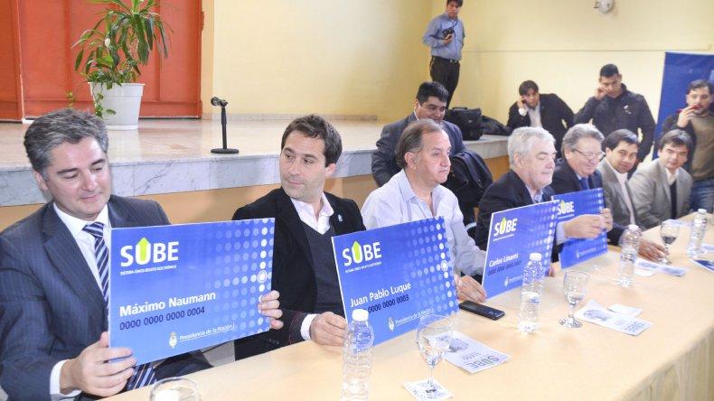 El gobernador Mario Das Neves y el intendente Carlos Linares realizaron el lanzamiento oficial de la tarjeta SUBE