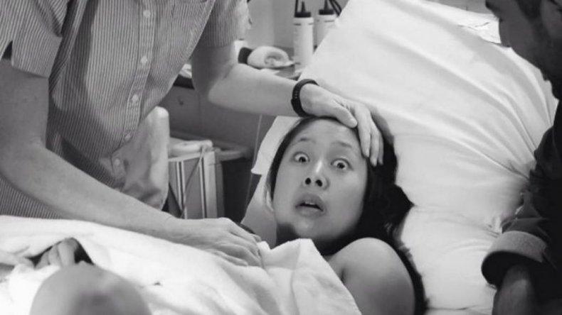 La foto que dio la vuelta al mundo: una madre sorprendida tras dar a luz