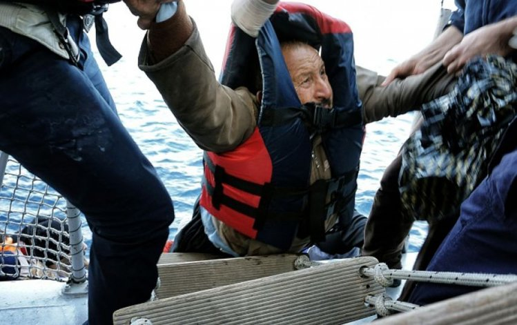Al menos 700 personas viajaban en la embarcación que naufragó frente a Creta.