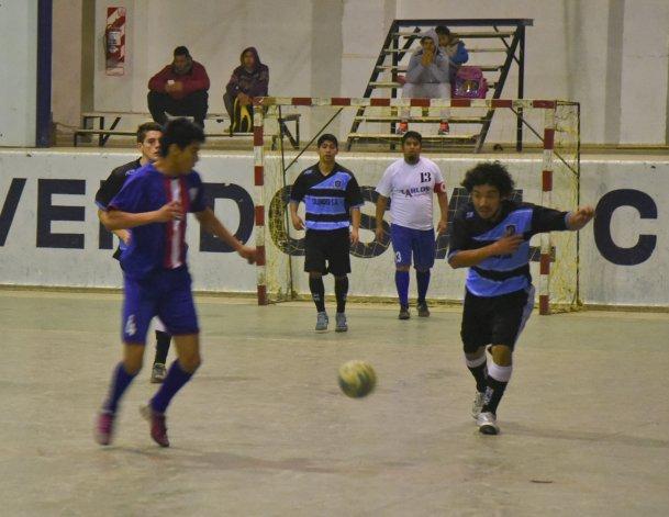 El fútbol de salón oficial continuará esta tarde con toda la programación del torneo Apertura.