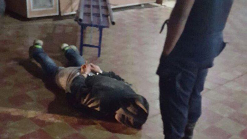 Matías Pisco intentó esconderse en el interior de la vecinal donde ingresó