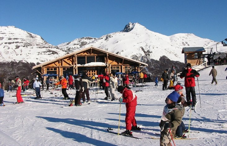 Se ofrecen clases personalizadas dependiendo del nivel de cada uno en snowboard y demás disciplinas.