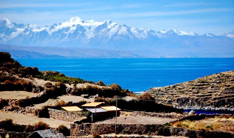 Con el Titicaca de fondo
