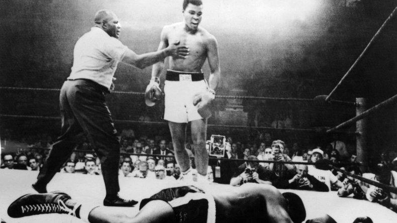 Muhammad Alí en uno de los combates que protagonizó en su rica carrera como boxeador.