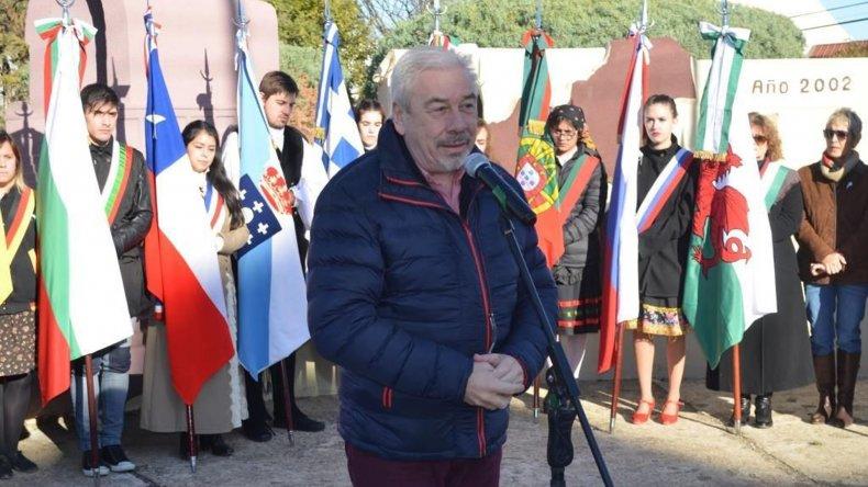 Daniel Vleminchx brindó un discurso en nombre del municipio.