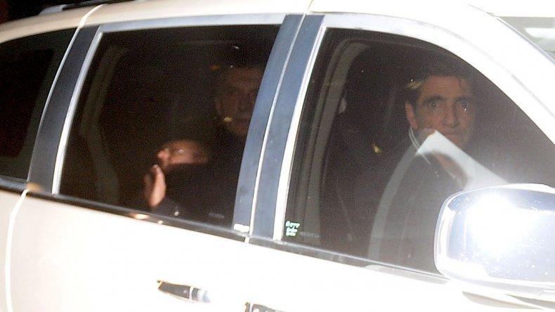 El presidente Mauricio Macri saliendo de la clínica donde estuvo internado por una arritmia cardíaca que se revirtió.
