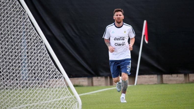 El símbolo de la fe de la selección argentina. Messi se recupera y quiere ponerse el equipo al hombro en esta Copa América.