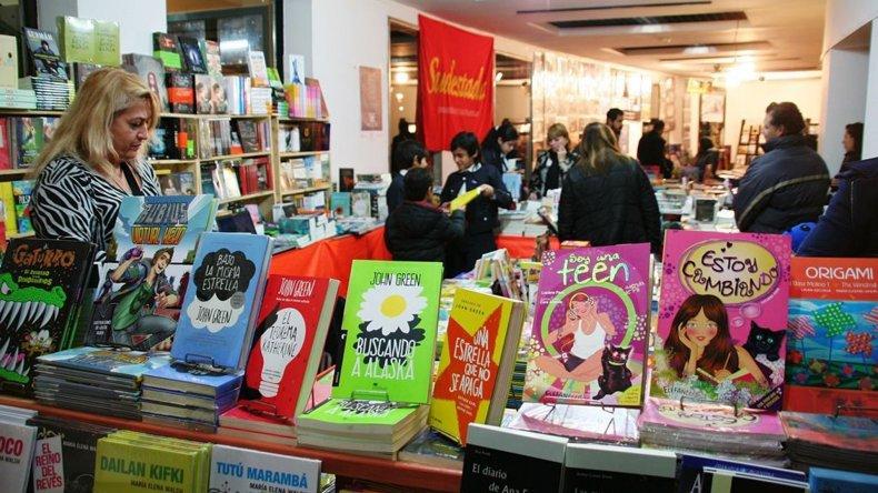 La Feria Provincial del Libro quedó inaugurada el viernes en el Centro Cultural Santa Cruz
