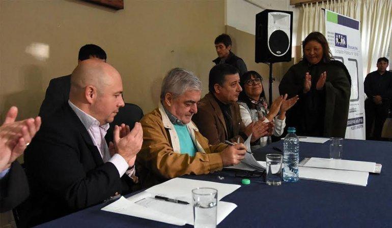 El gobernador Mario Das Neves acompañado por Ricardo Sastre durante las actividades que desarrolló ayer en Puerto Madryn.