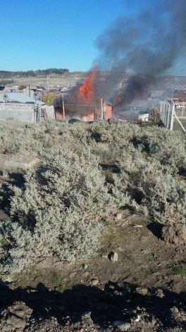 Incendio en Los Bretes dejó a una familia con lo puesto