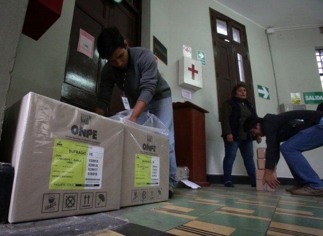 Perú enfrenta hoy un balotaje reñido