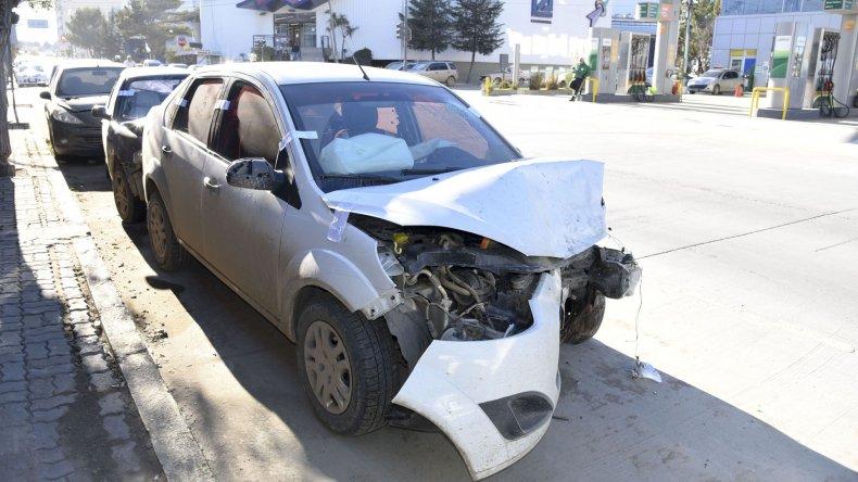 El VW Gol y el Ford Fiesta Max involucrados en el accidente de la madrugada de ayer.
