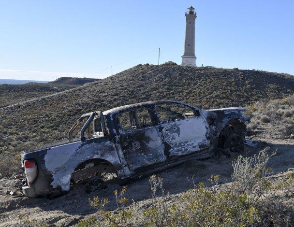 La Ford Ranger fue robada en Km 8 y apareció incendiada en la subida de un cerro frente al faro San Jorge.