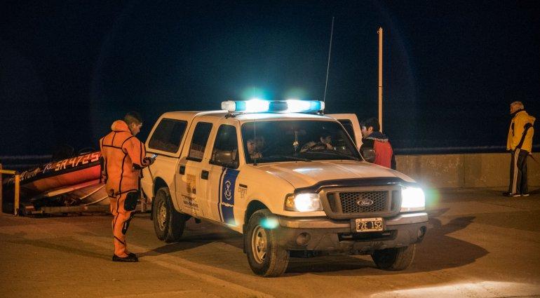 Prefectura Naval rescató a una mujer que quedó atrapada en la playa de Rada Tilly.
