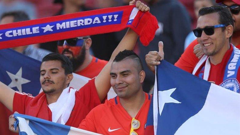 Un tema de Pitbull interrumpió el himno de Chile