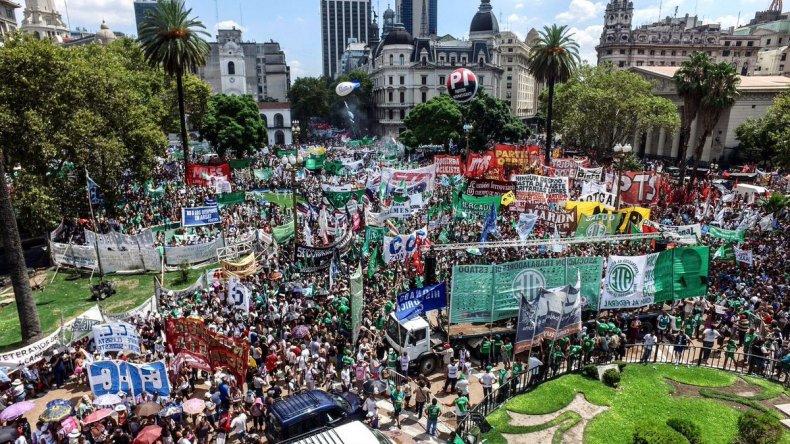 Sólo los gremios tienen derecho a promover huelgas
