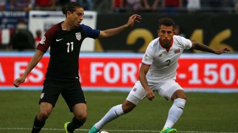 Estados Unidos goleó a Costa Rica y da pelea en el grupo A