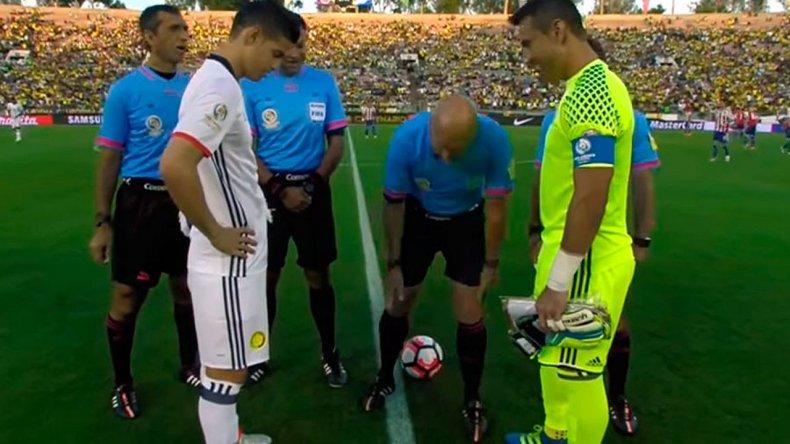 La moneda cayó parada en el sorteo de Colombia-Paraguay