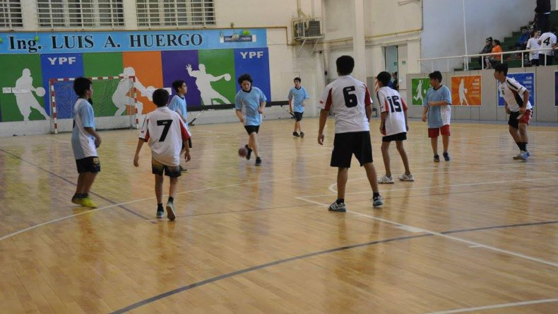 El hándbol año a año es uno de los deportes que más jóvenes convoca en los Juegos Evita.