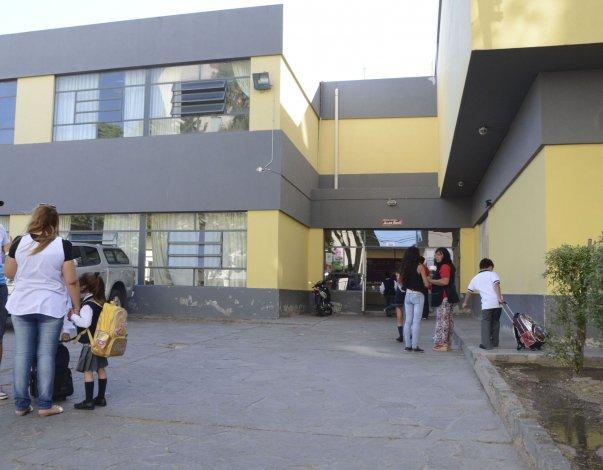 El secretario de Salud instó a los padres a enviar a sus hijos a las escuelas.