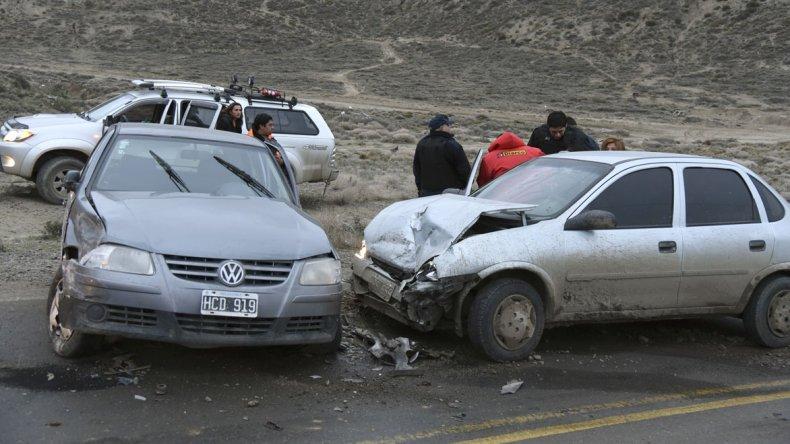 El triple choque en el camino del Centenario dejó un saldo de siete heridos