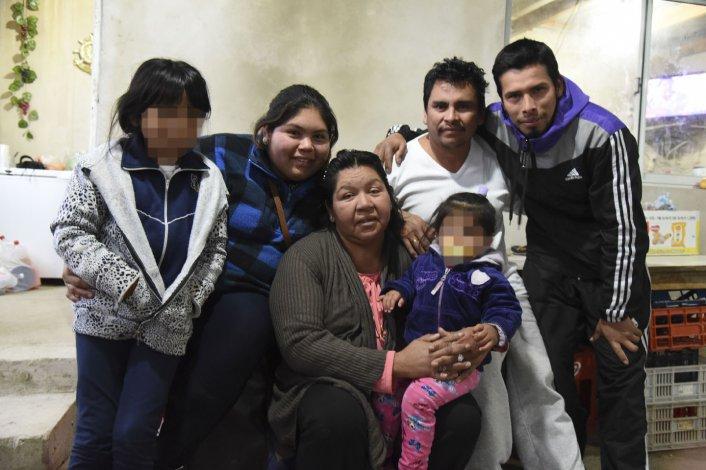 Nancy Ordoñez y Oscar Parada ayer recuperaron la libertad y se reencontraron con su familia que reclamó públicamente su inocencia mientras permanecieron detenidos.