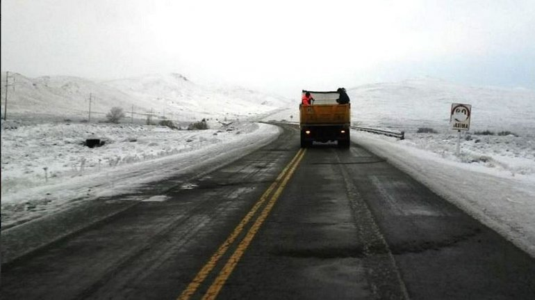 La nieve y escarcha complican el tránsito en las rutas de Chubut