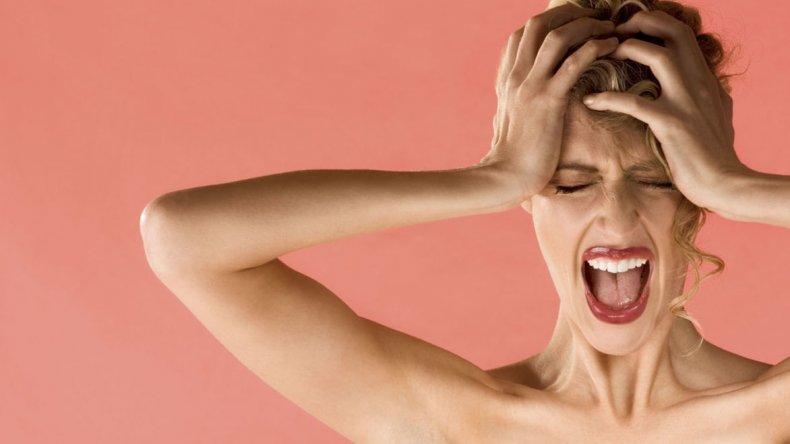 Las mujeres con migrañas con mayor peligro de enfermedad cardíaca y ACV