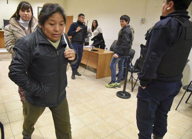 Rodrigo Soto se ríe mientras Sandra Copa
