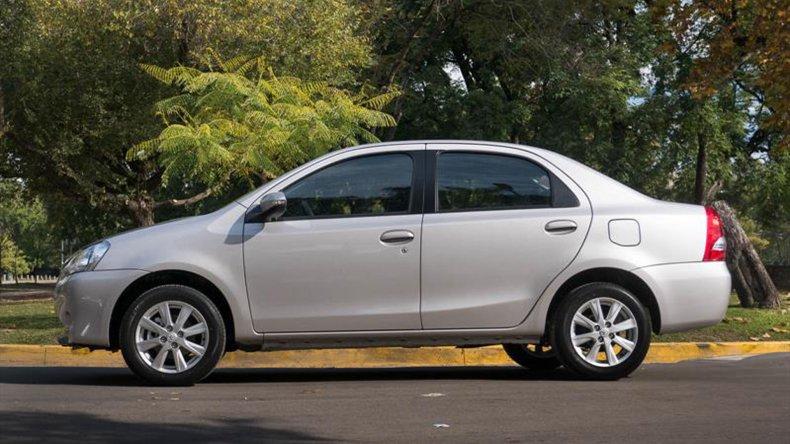 Prueba para el renovado Toyota Etios 2016